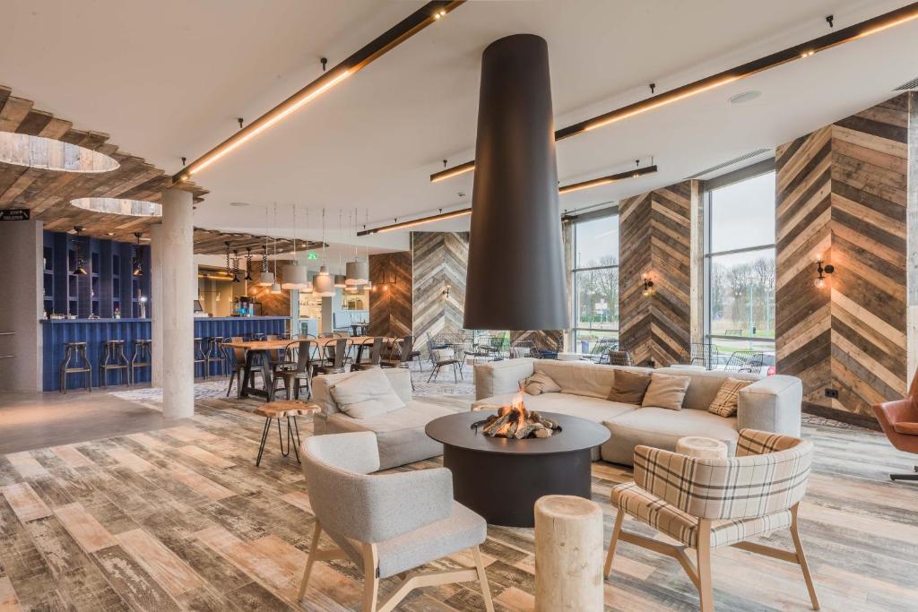 Een restaurant of ander eetgelegenheid bij Urban Lodge Hotel