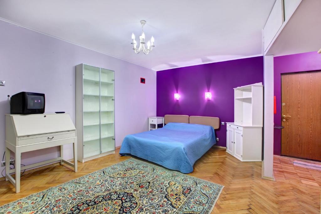 Кровать или кровати в номере Standard Brusnika Apartment na Profsoyuznoy