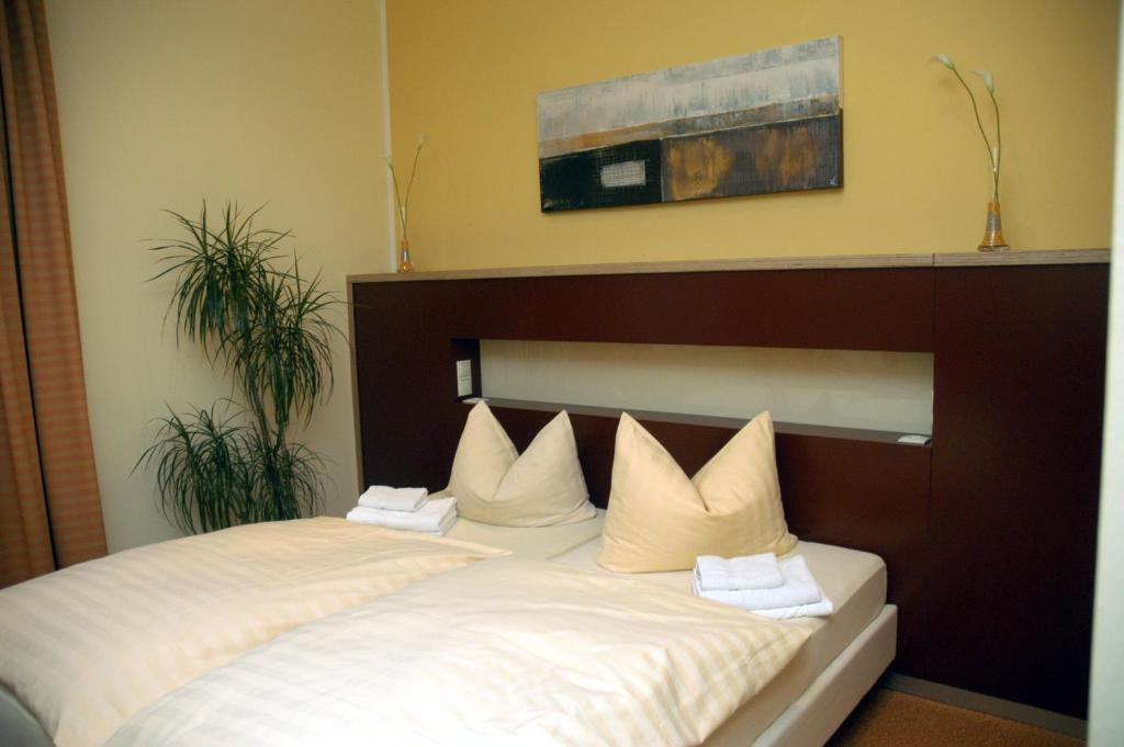 A bed or beds in a room at Hotel Hoppe
