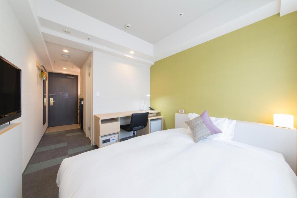 Een bed of bedden in een kamer bij Tokyu Stay Tsukiji