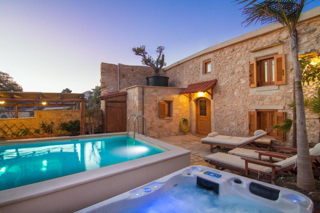The swimming pool at or close to Villa Salis