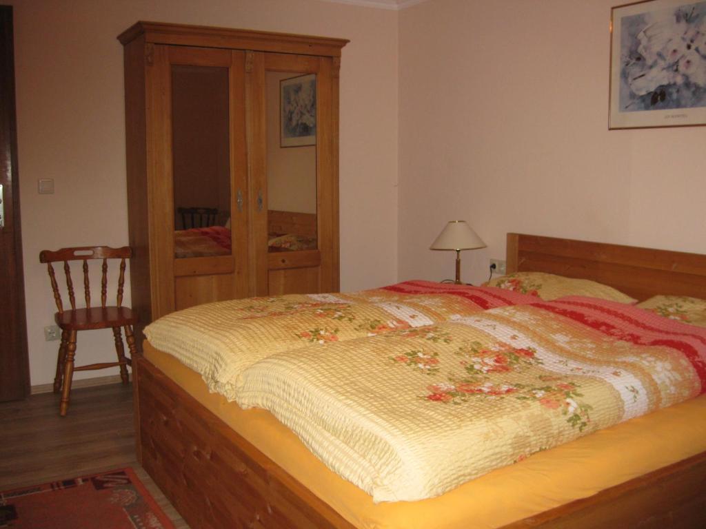 Ein Bett oder Betten in einem Zimmer der Unterkunft Ferienwohnung Kulla