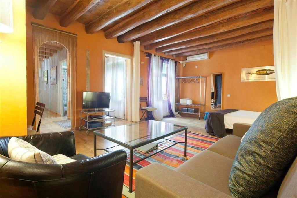 The lounge or bar area at Friendly Rentals Manuela