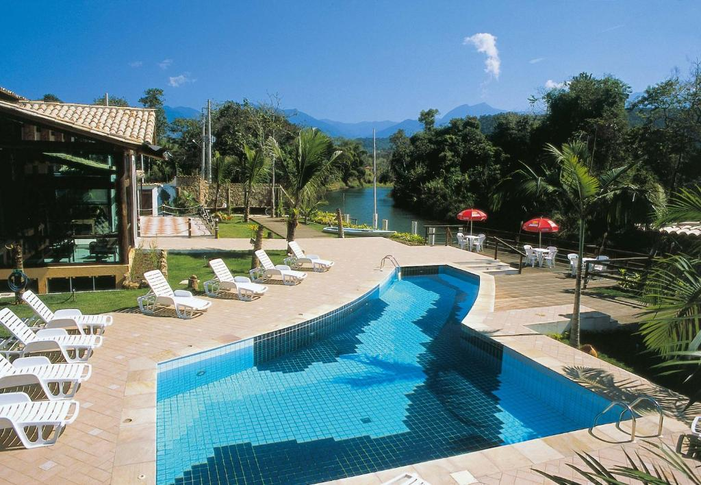 A view of the pool at Pousada Águas de Parati or nearby