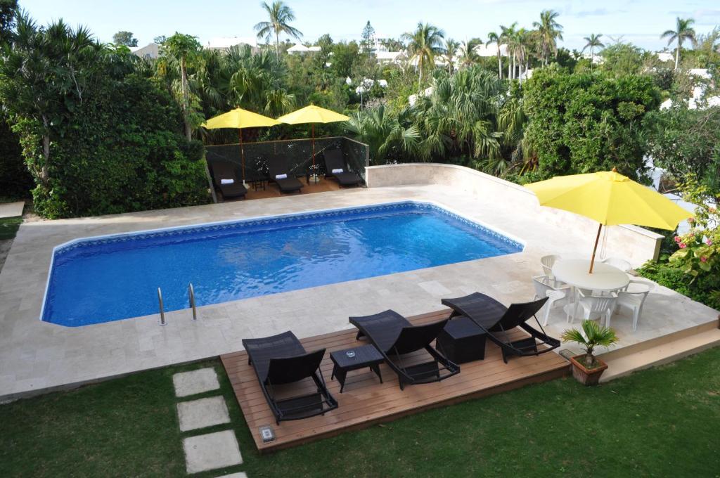 Вид на бассейн в Edgehill Manor Guest House или окрестностях