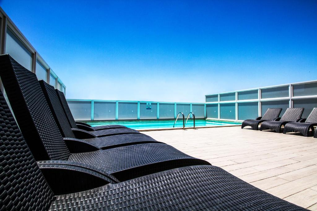 Blubay Apartments by ST Hotels 내부 또는 인근 수영장