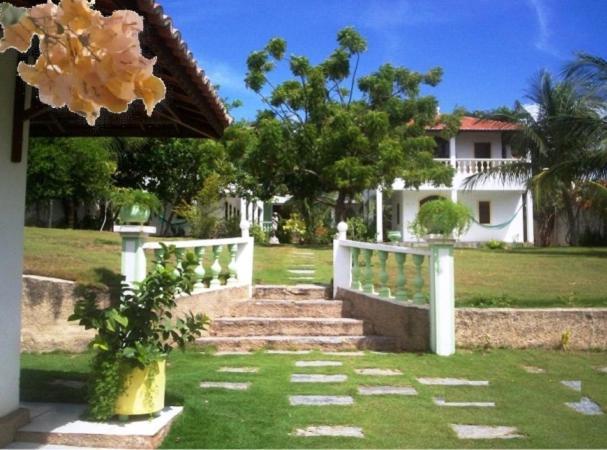 A garden outside Residência Pancho Villa