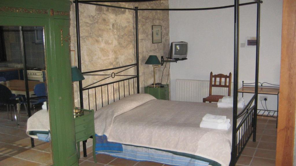 A bed or beds in a room at Cornaro House