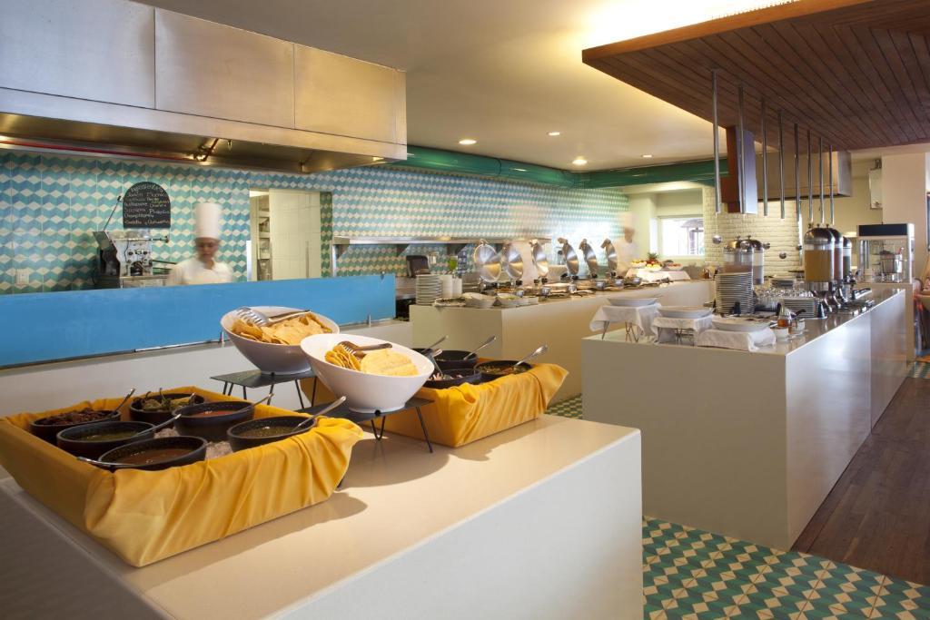 Un restaurante o sitio para comer en Emporio Mazatlan