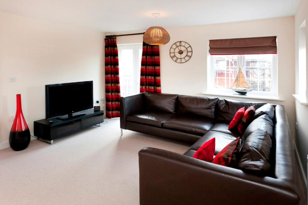 A seating area at DBS Serviced Apartments - The Coach House
