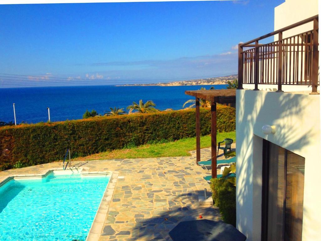 Een algemene foto of uitzicht op zee vanuit de villa