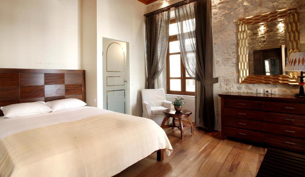 Ένα ή περισσότερα κρεβάτια σε δωμάτιο στο Leo Hotel