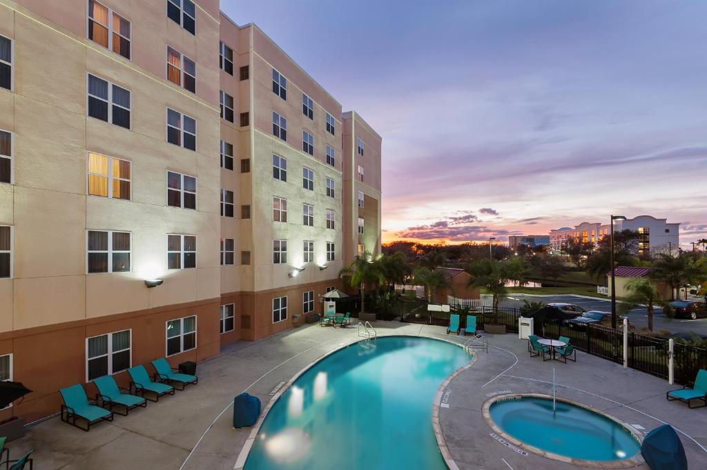 The swimming pool at or near Residence Inn Orlando Airport