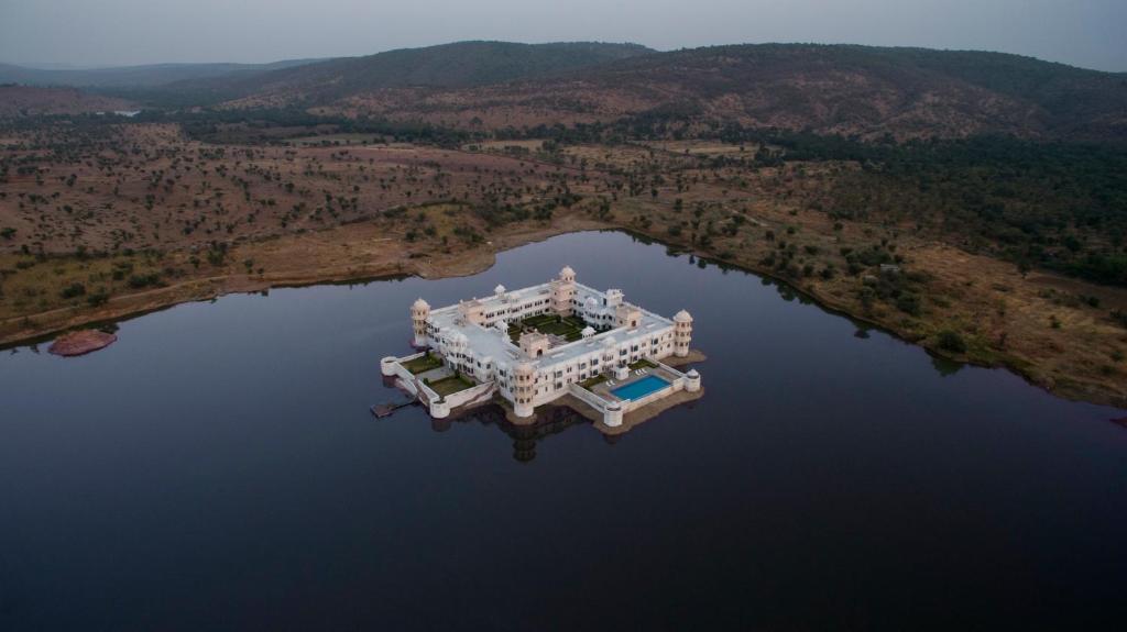 A bird's-eye view of juSTa Lake Nahargarh Palace