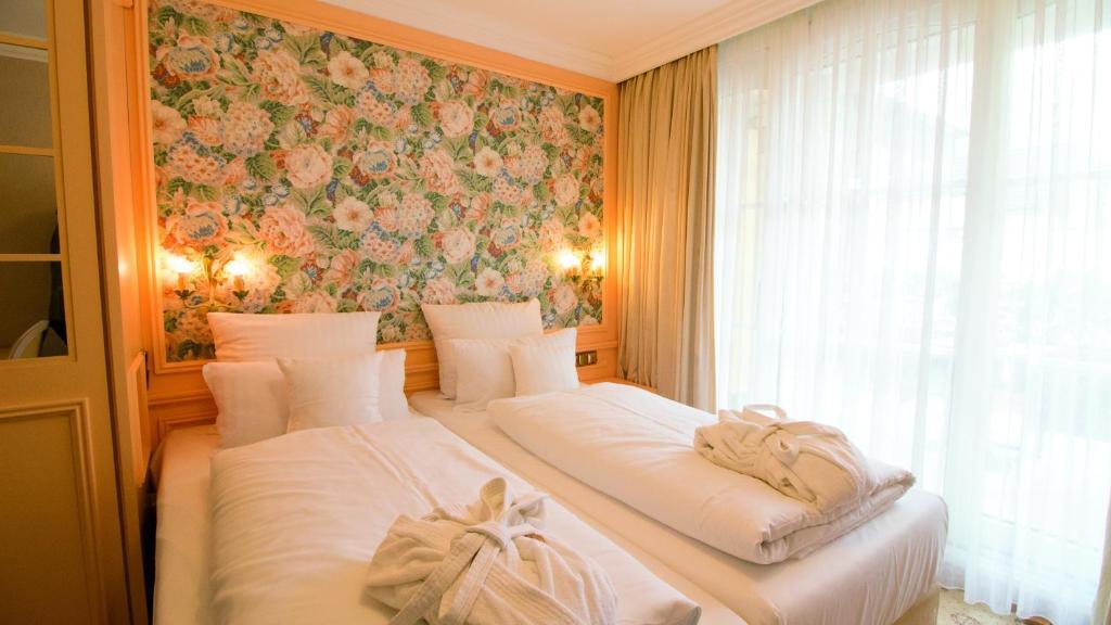 Ein Bett oder Betten in einem Zimmer der Unterkunft Seeschlößchen - Hotel Strandperle