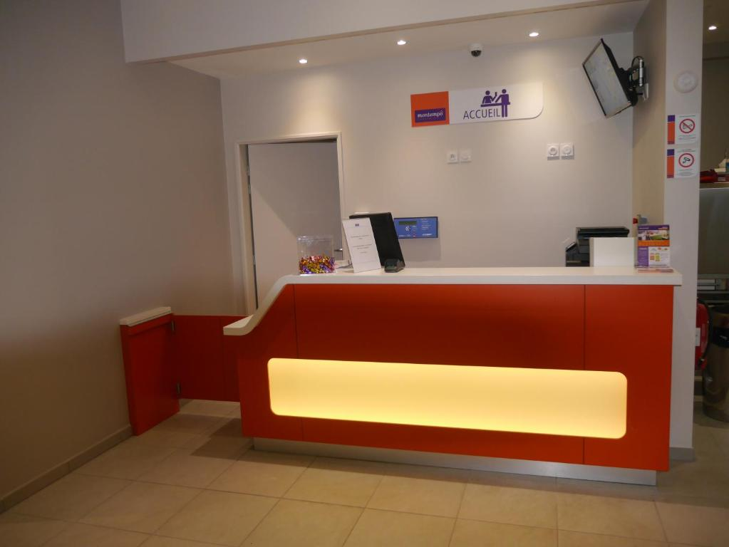 The lobby or reception area at Montempô Apparthôtel Marseille Centre Euromed