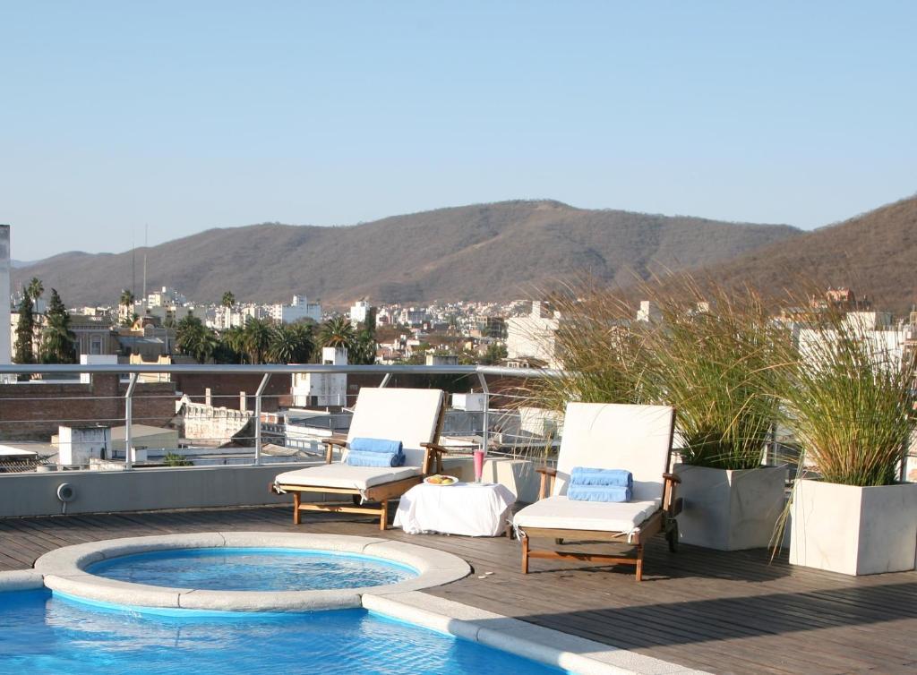 A piscina localizada em Ayres De Salta Hotel ou nos arredores