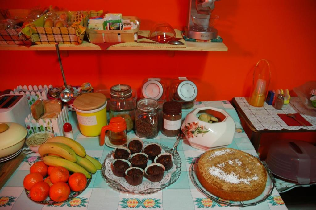 Breakfast options available to guests at B&B Villa Emilia Milano