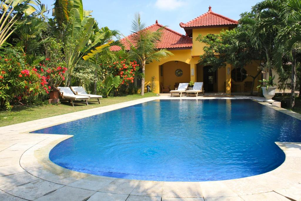 The swimming pool at or close to Ada Waktu Bed & Breakfast