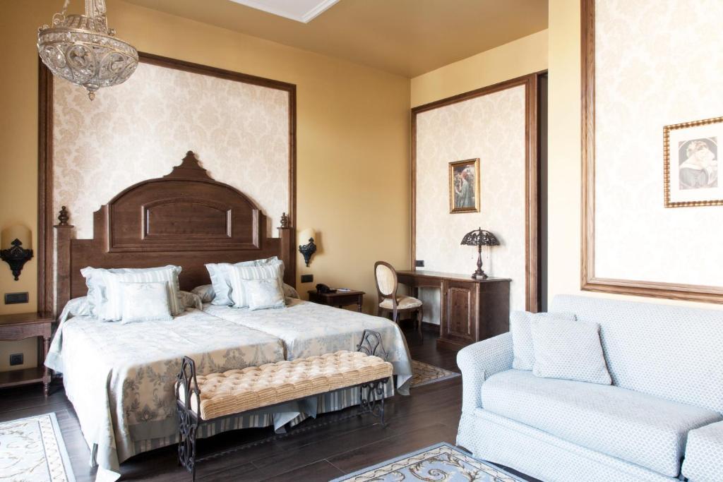 Cama o camas de una habitación en PortAventura Lucy's Mansion - Includes PortAventura Park Tickets