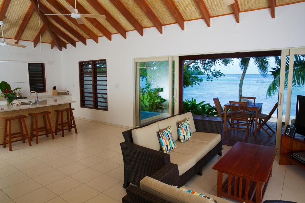 A seating area at Vale Vale Beachfront Villas