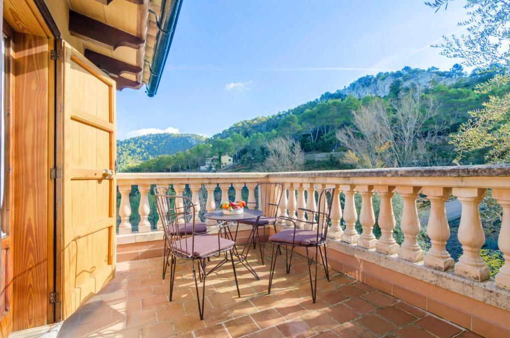 A balcony or terrace at Es Vint I Nou