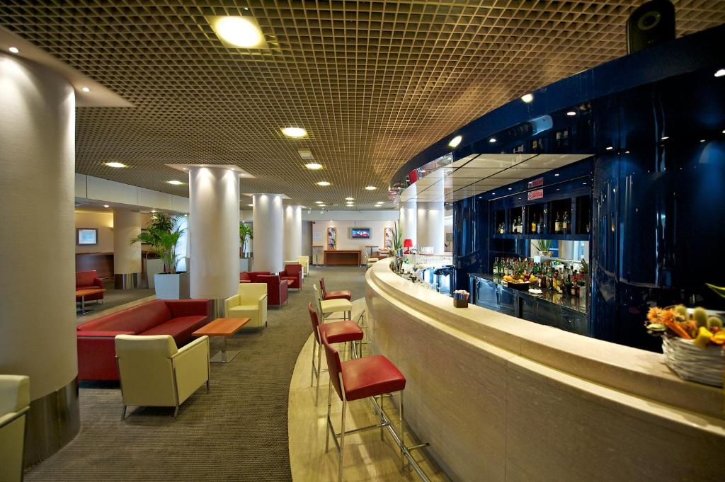 The lounge or bar area at Novotel Firenze Nord Aeroporto