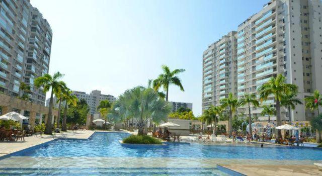 The swimming pool at or close to Apartamento Luxo Barra