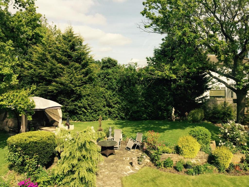 A garden outside Edgware B&B
