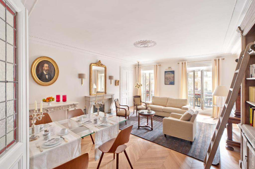 A restaurant or other place to eat at My Home For You Luxury B&B
