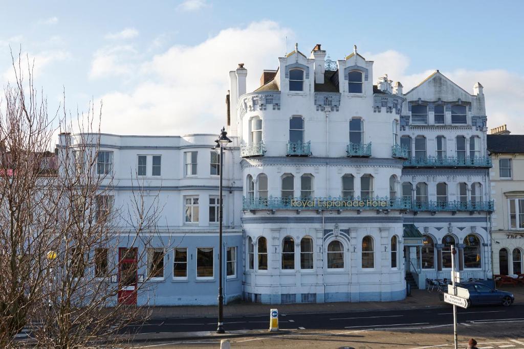 The Royal Esplanade Hotel - Laterooms