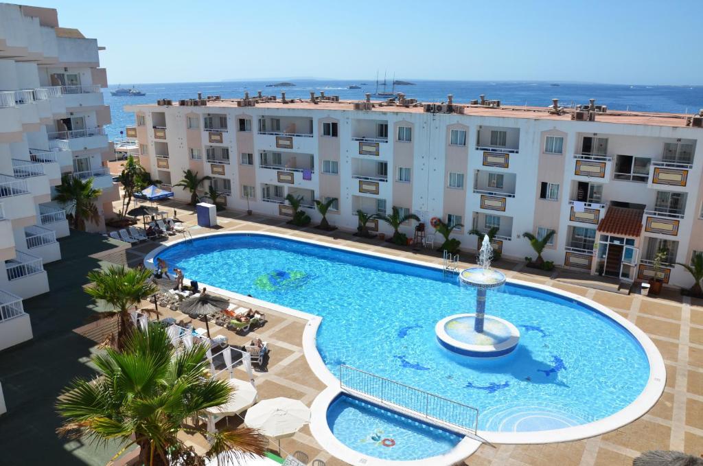 Het zwembad bij of vlak bij Apartamentos Vibra Tropical Garden
