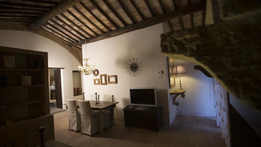 A television and/or entertainment centre at Case di Civita