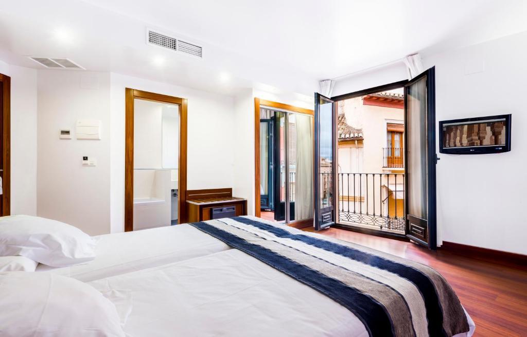 Säng eller sängar i ett rum på Monjas del Carmen Hotel