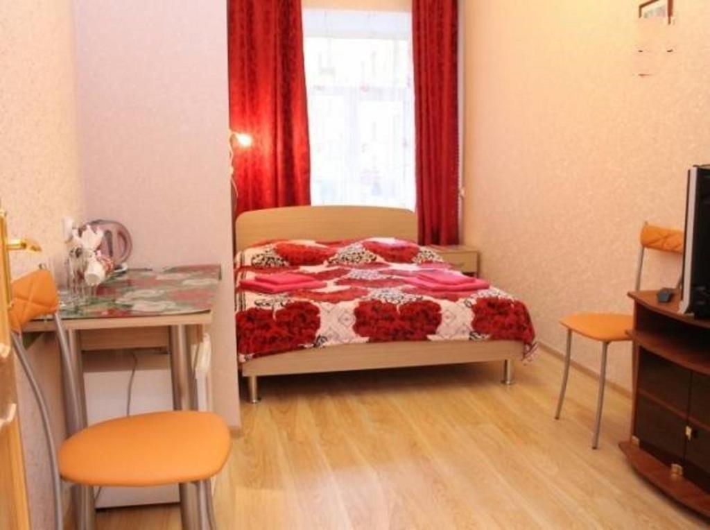Кровать или кровати в номере PiterFlat - Комнаты на Садовой 29