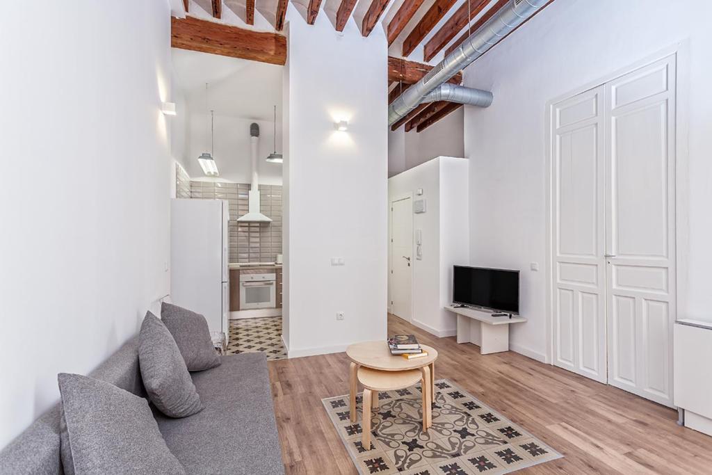 A seating area at Apartamentos Teatro Alicante