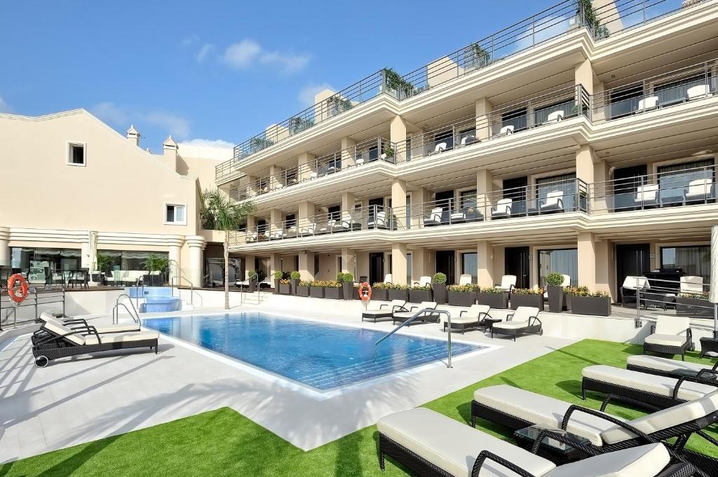Het zwembad bij of vlak bij Vincci Selección Aleysa, Hotel Boutique & Spa