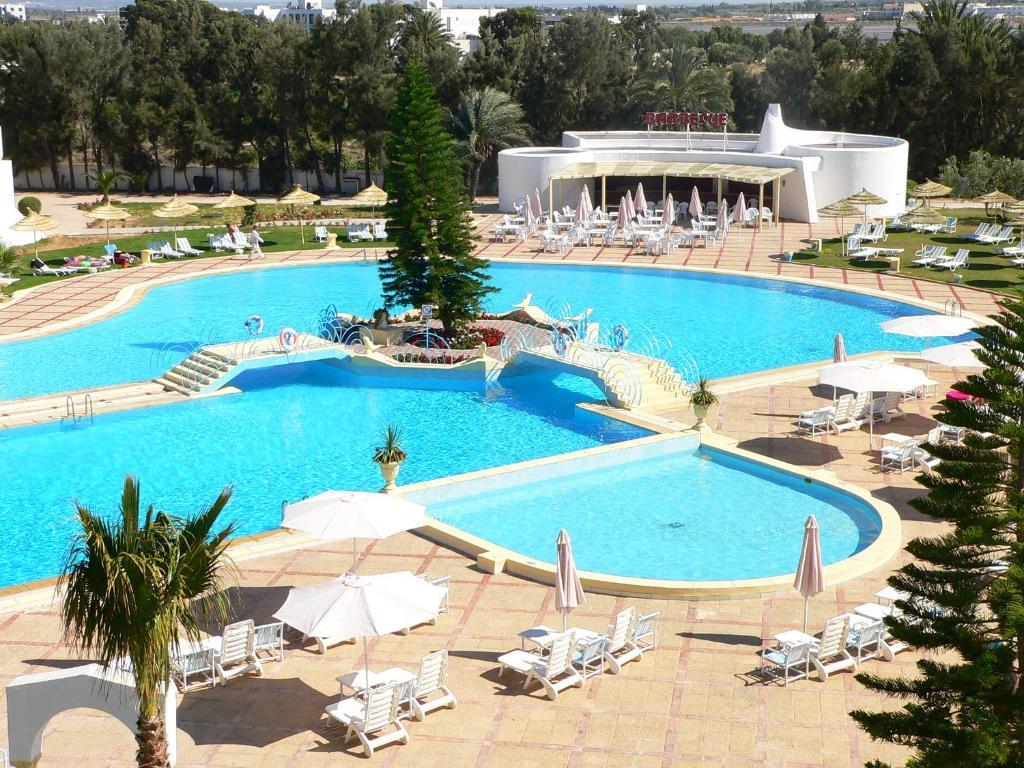 Uitzicht op het zwembad bij Hotel Liberty Resort of in de buurt
