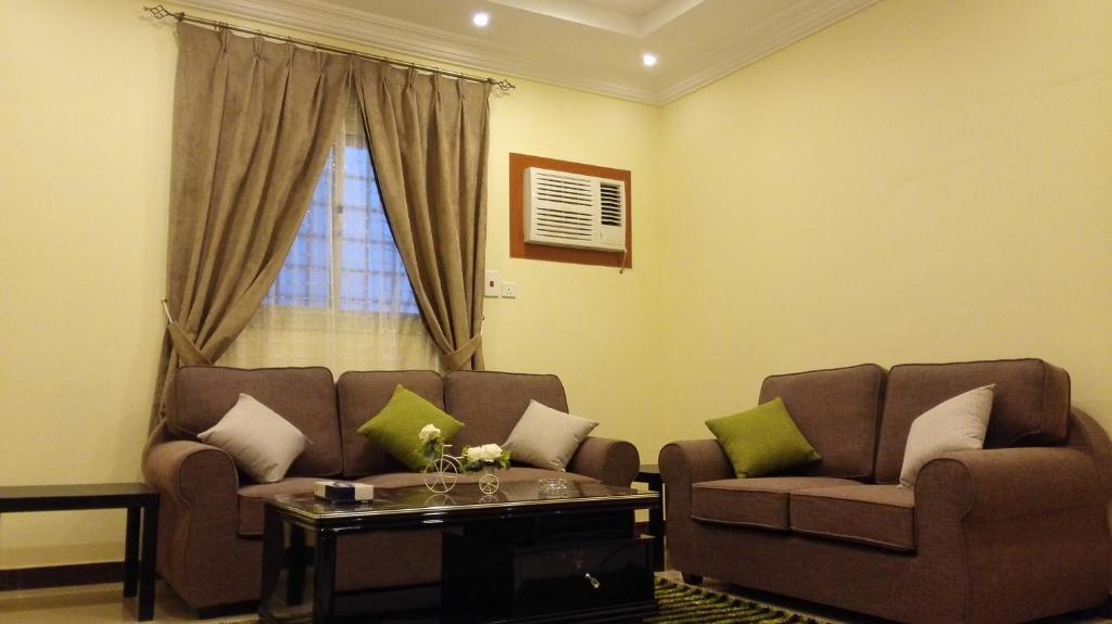 Uma área de estar em Rahat Alokhdood Apartments