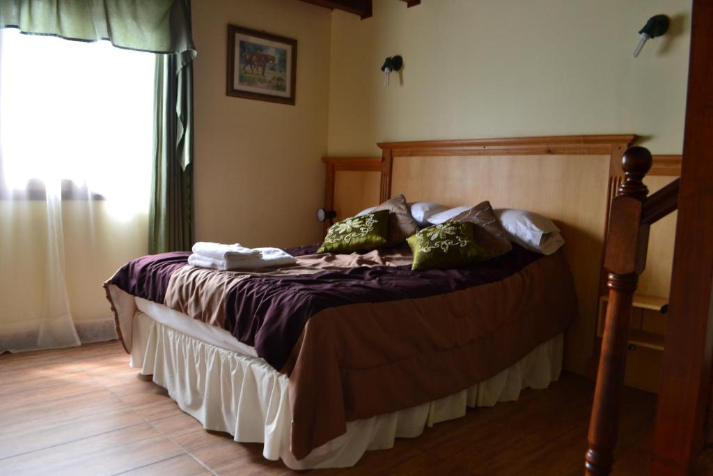 A bed or beds in a room at Valle Frío Ushuaia