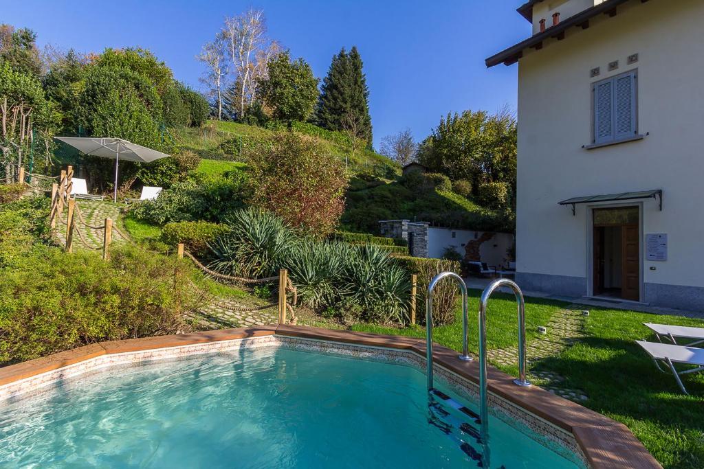 Het zwembad bij of vlak bij Casa Vacanza La Villa & spa
