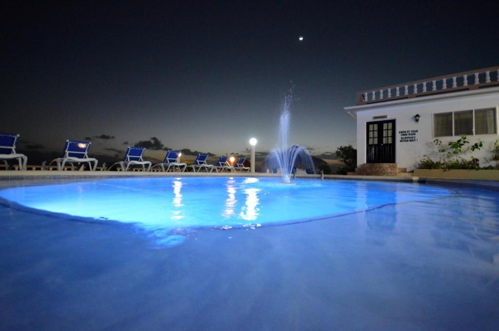 The swimming pool at or close to Sunset Resort & Villas
