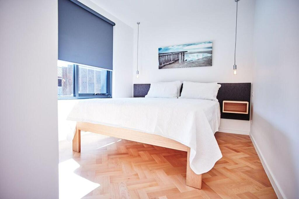 A bed or beds in a room at Foreshore McCrae Units