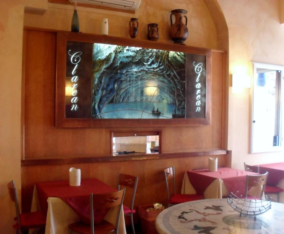 A restaurant or other place to eat at Hotel Clarean