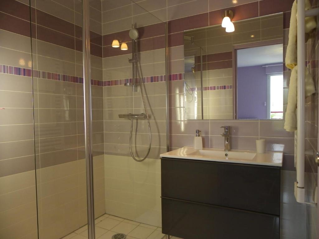 A bathroom at Le Logis De Saint-Martin