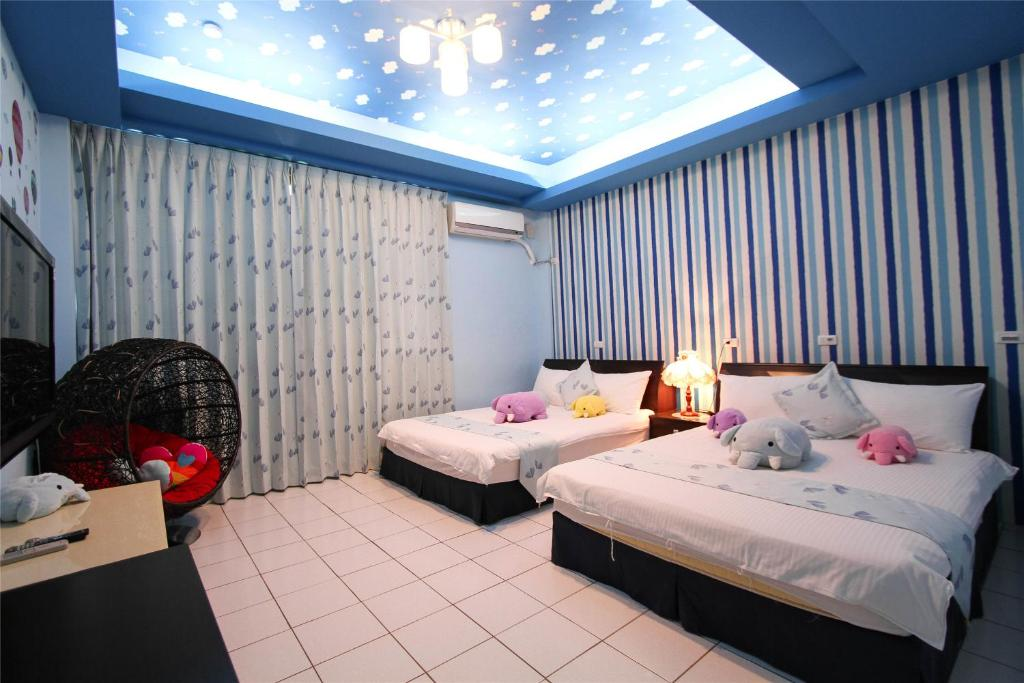 A bed or beds in a room at Hualien Dawan B&B