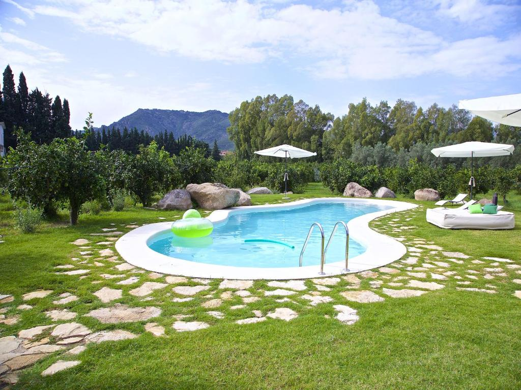The swimming pool at or close to Luna&Limoni Country