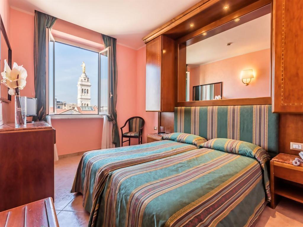 A room at the Raeli Hotel Siracusa.
