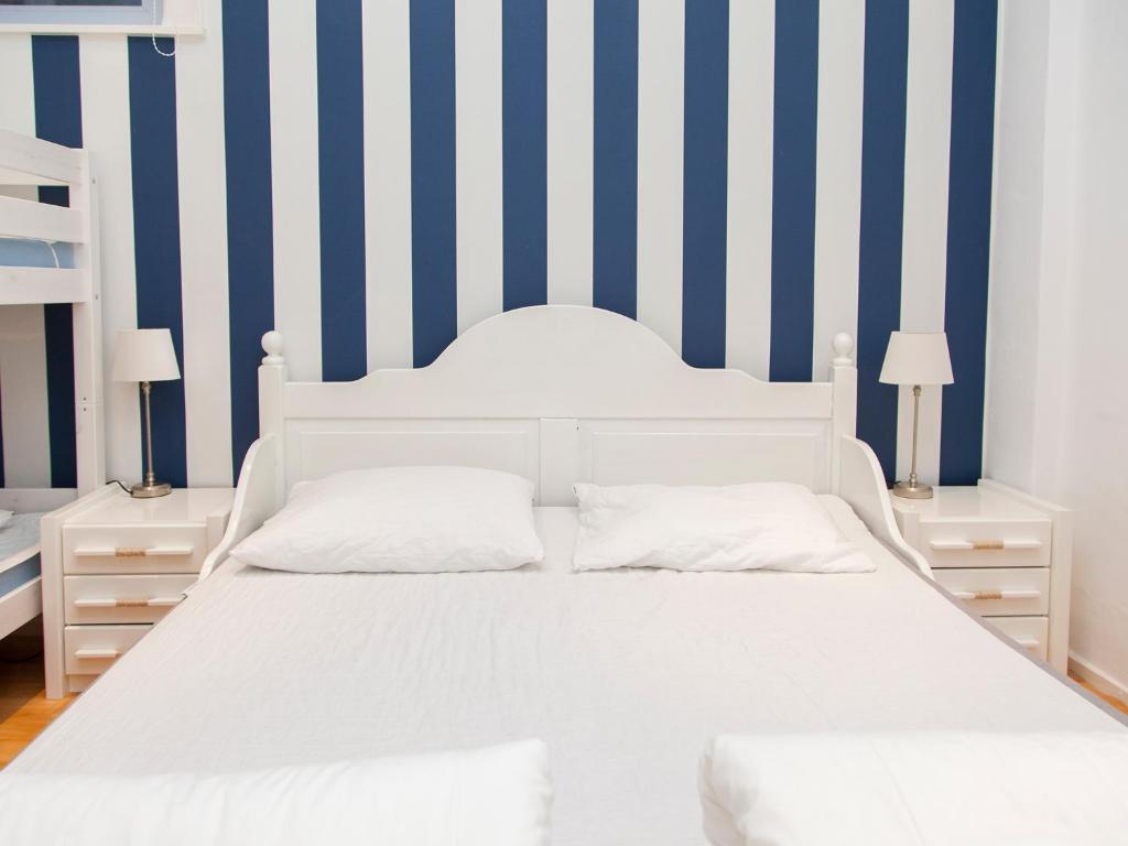 A bed or beds in a room at Appartementen Zandvoort