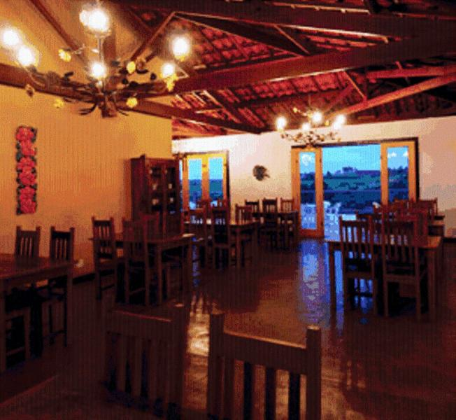 A restaurant or other place to eat at Pouso do Alferes